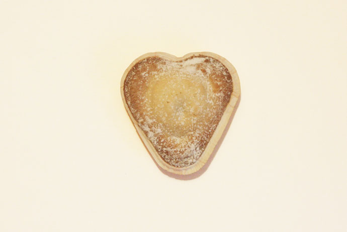 Vaniljhjarta, or vanilla heart, is a type of Swedish pastry