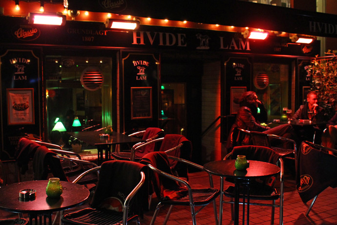 Hvidelam is a good bar for smokers in Copenhagen