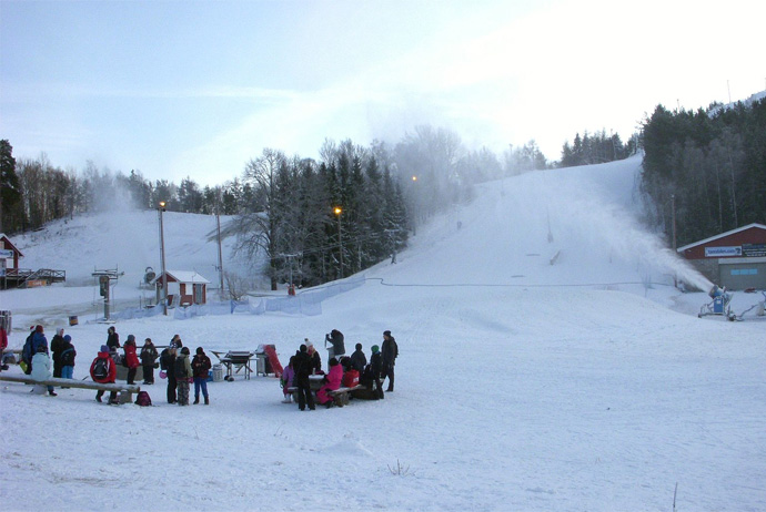 Ekebyhovsbacken is a good place for skiing in Stockholm