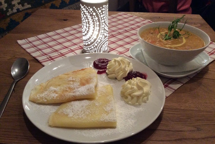 Pea soup and pancakes is a classic dish in Sweden