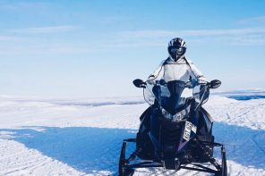 Guided snowmobile tour in Swedish Lapland