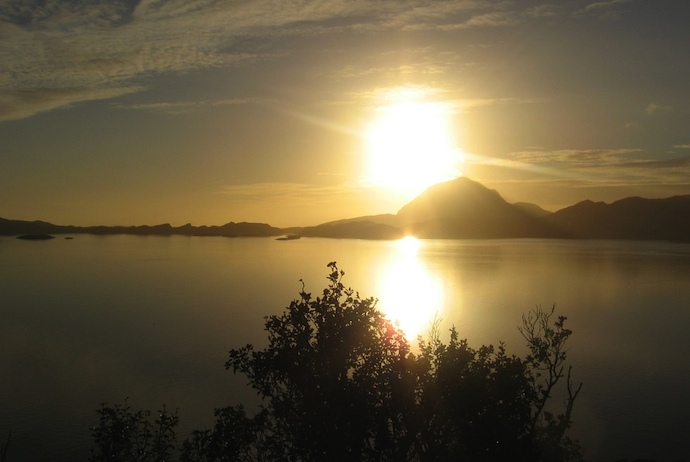 Summer is the best time to view the winter sun in Norway