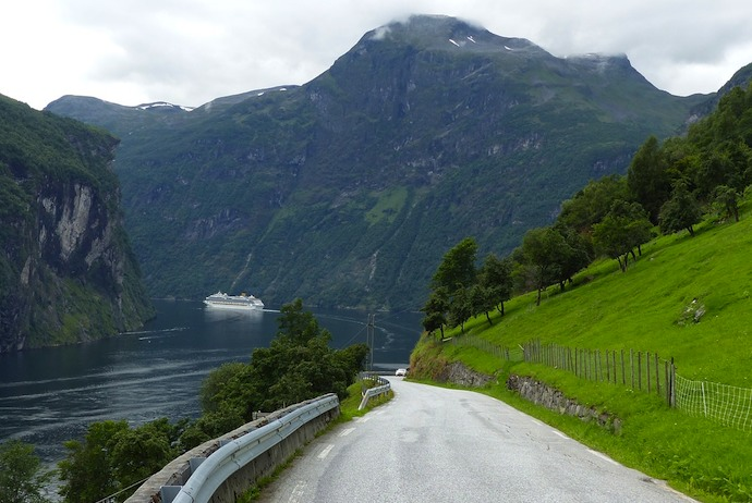 Driving down to the Geirangerfjord is one of the highlights of the Scandinavian road trip