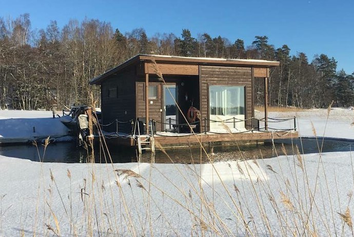 This lakeside cabin and sauna is a great place to stay in Helsinki